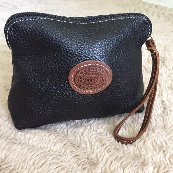 ROOTS pebbled leather wristlet pouch purse logo